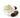 Glasschale mit cremefarbener Sheabutter und drei dunkelbraunen Sheanuessen auf weißem Untergrund