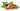 Nahaufnahme einer geschlossenen und geöffneten Guaranafrucht mit Samen auf weißem Hintergrund