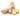 Ingwerknolle mit zwei abgeschnittenen dünnen Ingwerscheiben auf weißem Hintergrund