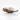Geoeffnete Muschel mit weißer Perle im Inneren vor weißem Hintergrund